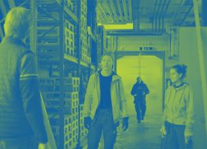 Personer i lagerlokal